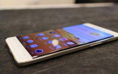 怎样清洗手机屏幕上的油腻?