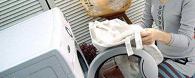 白色衣服上弄上樱桃汁